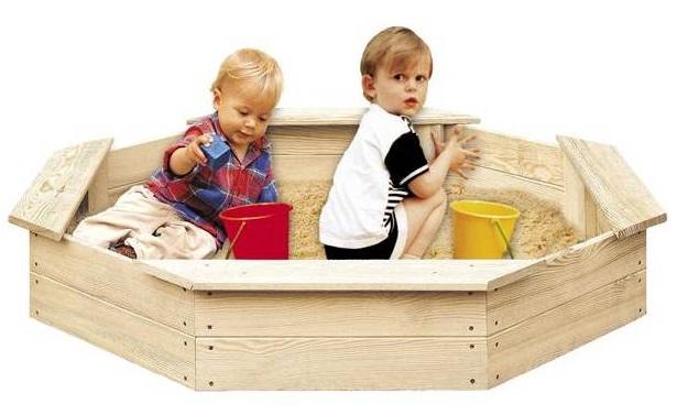 Detské drevené pieskovisko