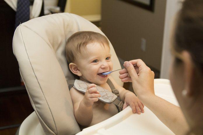 Detská jedálenská stolička na kŕmenie