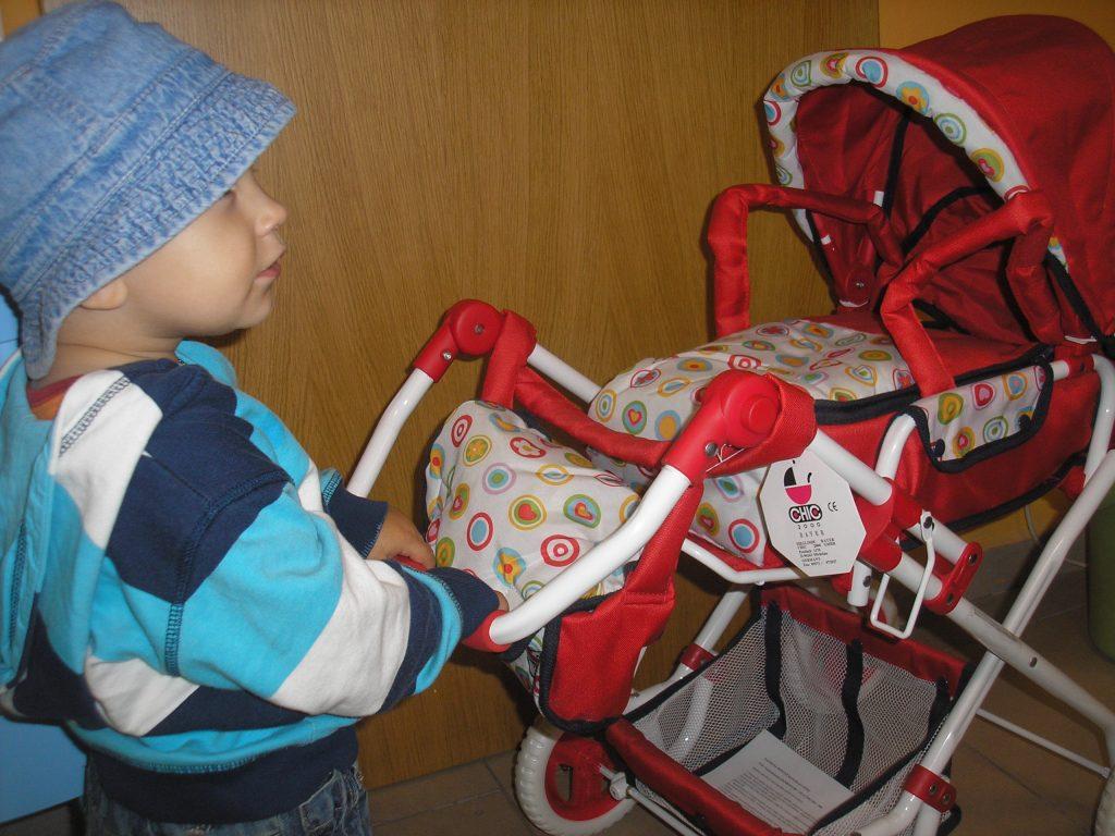 Kočík pre bábiky pre chlapcov