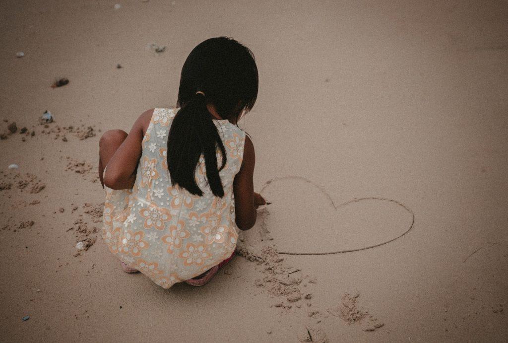 Hry s pieskom kreslenie