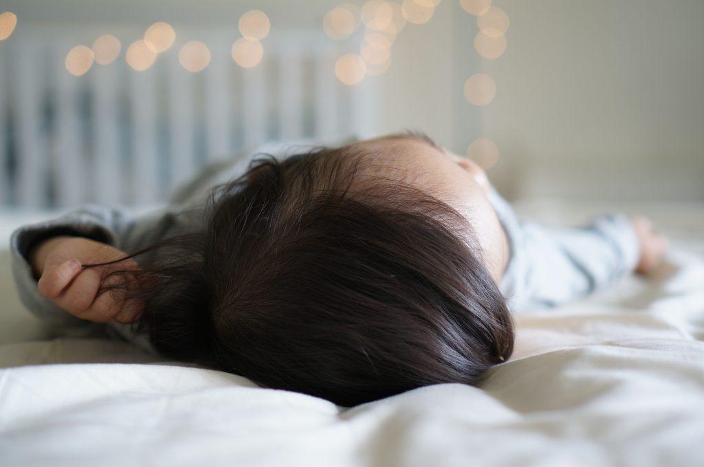 Čo kúpiť pre novorodenca na spanie