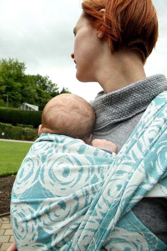 Šatka na nosenie detí do detskej výbavičky