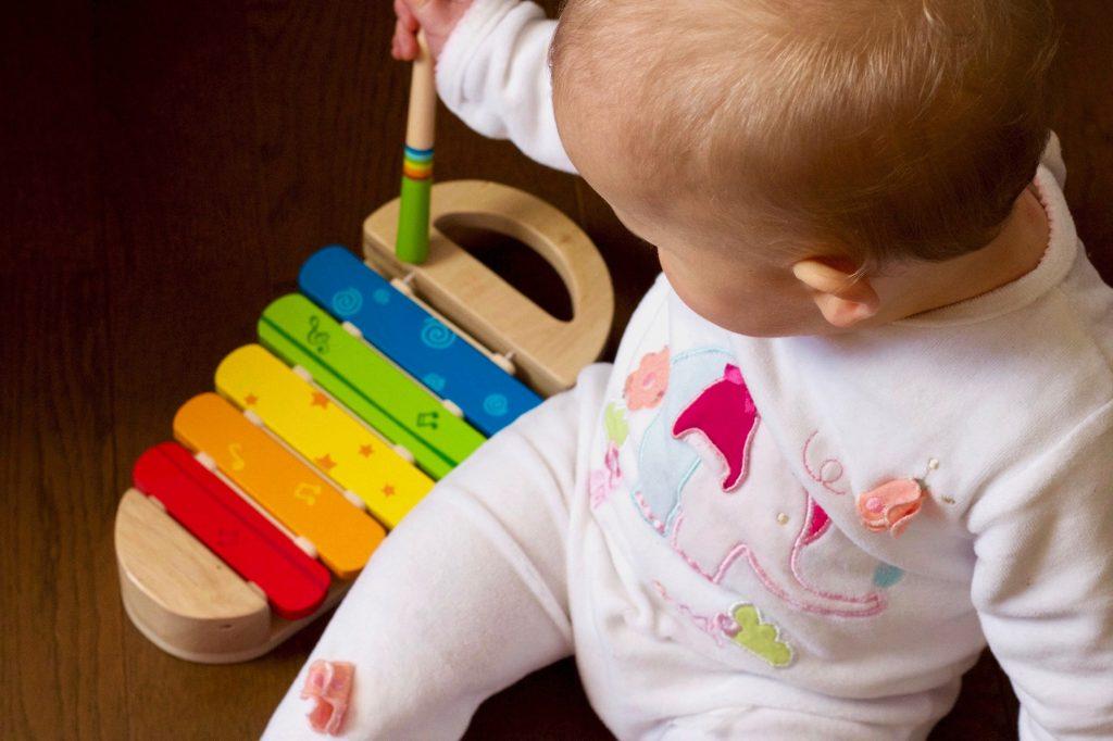 Hračky na rozvoj jemnej motoriky xylofón