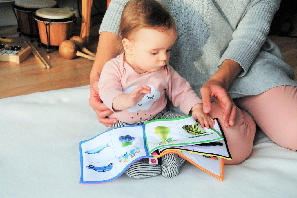 Látkové knižky ideálne hračky na rozvoj jemnej motoriky