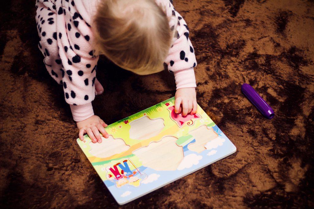 Puzzle-drevené hračky na rozvoj jemnej motoriky