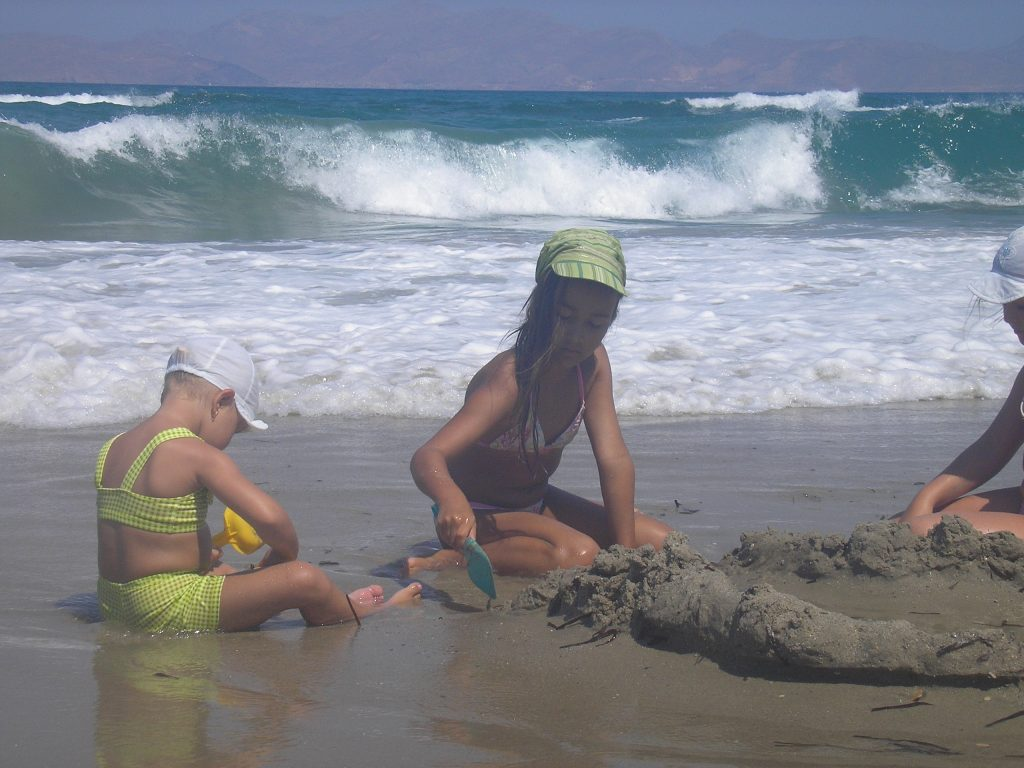 Dovolenka s deťmi pri mori hračky